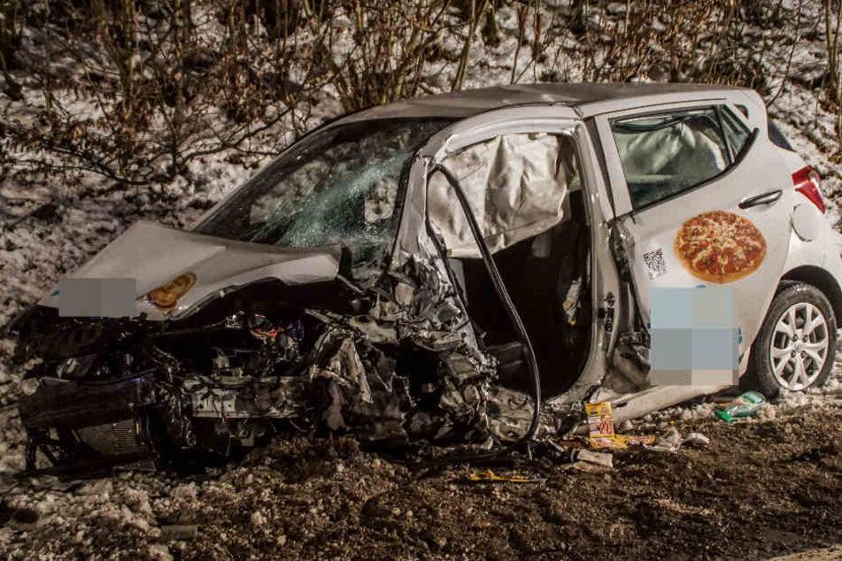 Der völlig zerstörte Hyundai des Unfallverursachers.