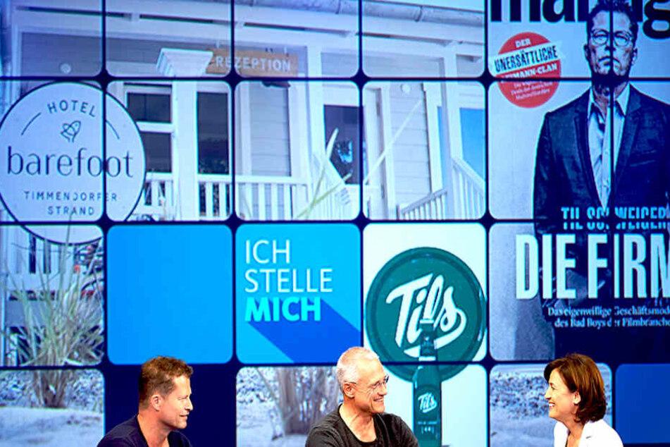 """Viel Raum nahmen zu Beginn der Sendung all seine """"Marken"""" ein: """"Barefood"""", sein neues Hotel, das TilBier...  Hier mit seinem Bruder Florian Schweiger (55, Mi.)."""