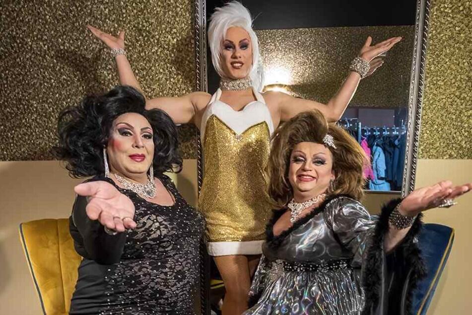 Die Travestie-Künstler Tess Tiger, Mel Kim und Miss Leona (v.l.) proben für das Show-Programm der neuen Dinnernacht im Pentagon.
