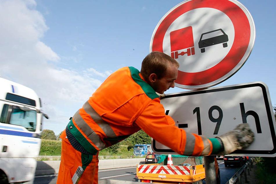 In Sachsen gibt es bereits zahlreiche Abschnitte mit Lkw-Überholverbot - zum Teil temporär.