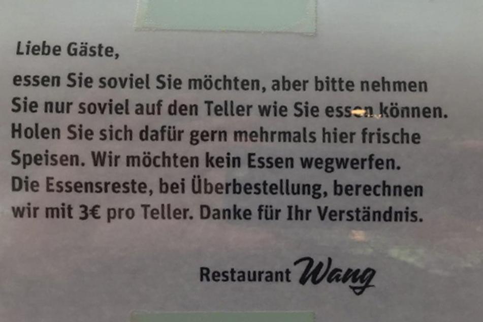 """Mit diesem Schreiben bittet das Restaurant """"Wang"""" seine Gäste, kein Essen zu verschwenden."""