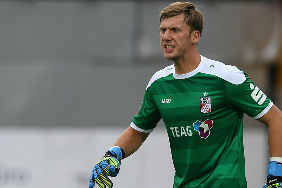 Torhüter Philipp Klewin verlängert bis 2019 bei Rot-Weiß Erfurt