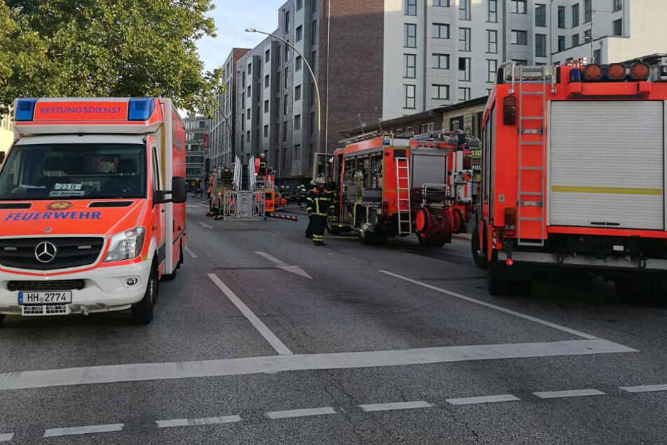 Die Hammer Straße in Hamburg-Wandsbek wurde für den Einsatz komplett gesperrt.