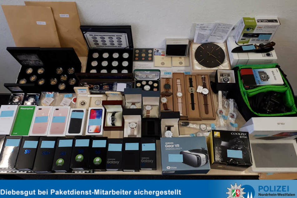 Köln: Paket-Männer in Köln reißen Hunderte Sendungen auf, schicken sie leer weiter!
