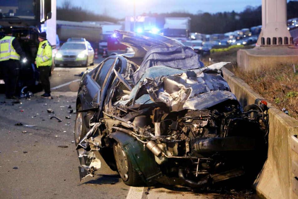 Tödlicher Crash auf der A3: Vollsperrung über mehrere Stunden