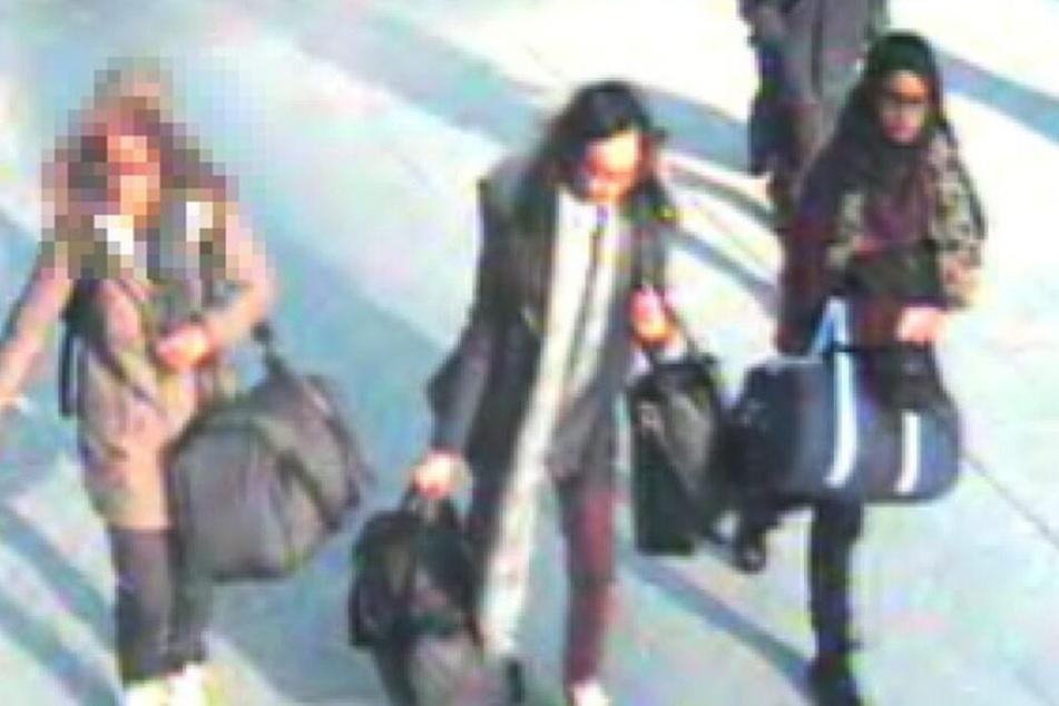 Shamima Begum mit zwei Freundinnen auf ihrem Weg nach Syrien.