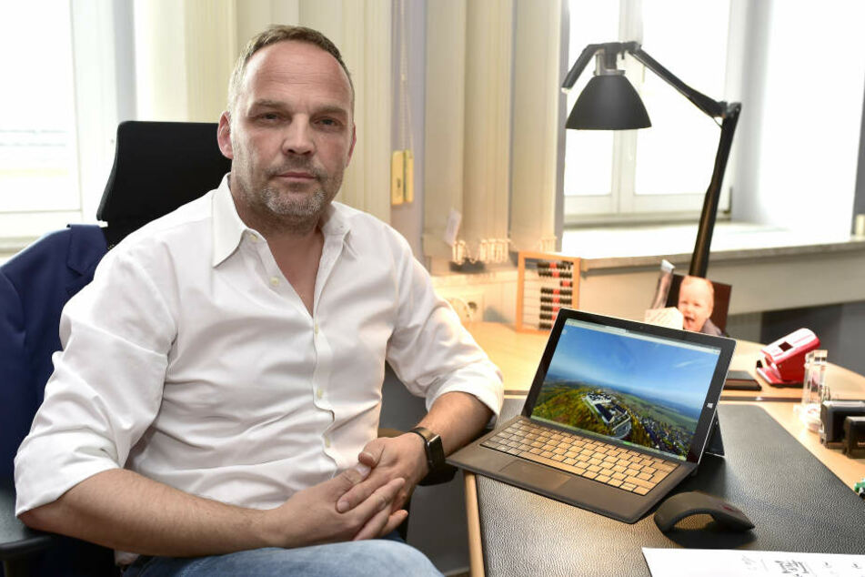 Der parteilose Bürgermeister Dirk Neubauer (45) trat Anfang der Woche in die SPD ein.