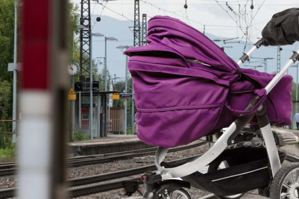 Die Eltern waren mit dem Gepäck beschäftigt, als es passierte (Symbolbild).