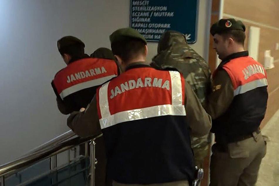 Ein Gericht hat gegen die Soldaten Untersuchungshaft wegen des Verdachts der versuchten Militärspionage und des Eindringens in ein militärisches Sperrgebiet angeordnet.