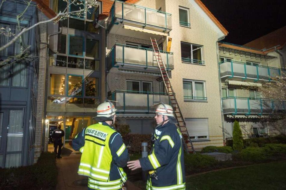 Die Feuerwehr musste eine Leiter aufstellen.