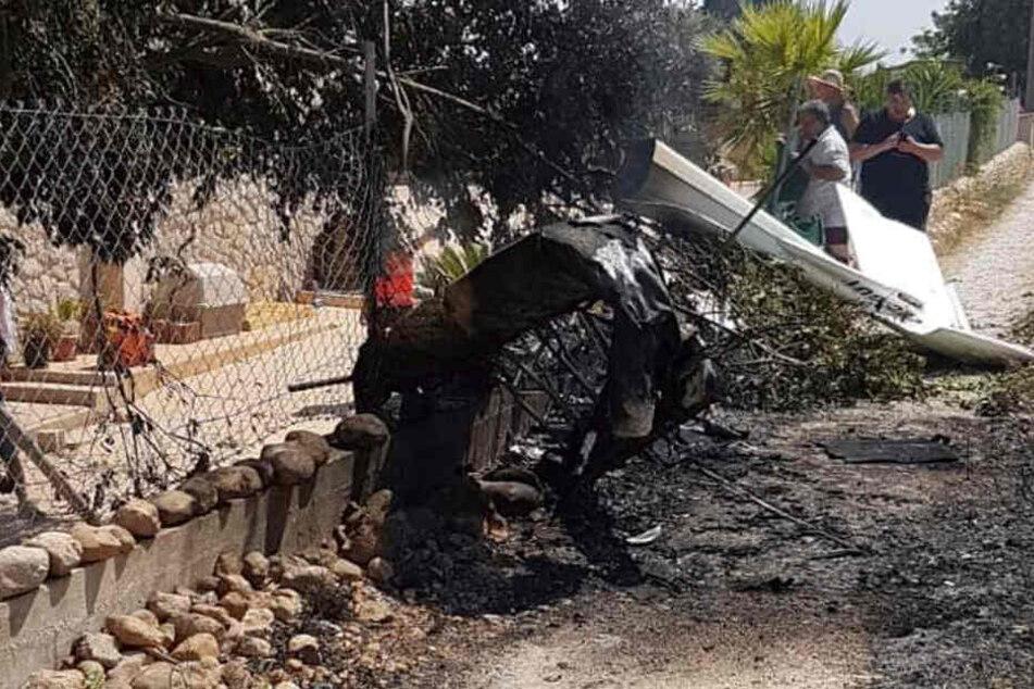 Beim Zusammenstoß eines Hubschraubers mit einem Kleinflugzeug auf der spanischen Urlaubsinsel Mallorca sind am Sonntag sieben Menschen ums Leben gekommen.
