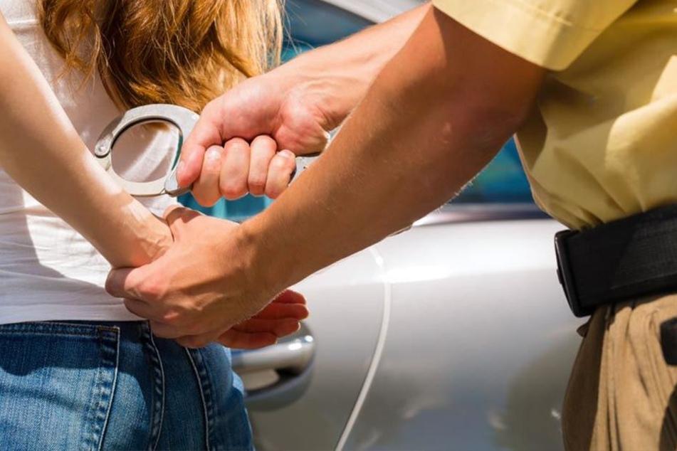 Geschwister-Paar wehrt sich massiv bei Polizei-Kontrolle