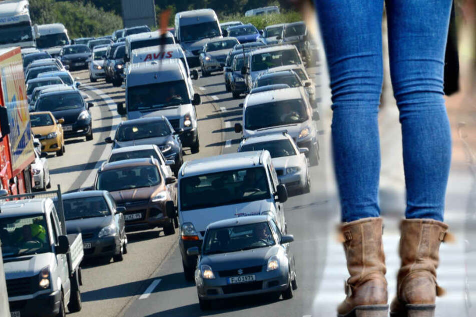 Benzin alle, deshalb ließ sie ihr Auto auf dem Seitenstreifen stehen.
