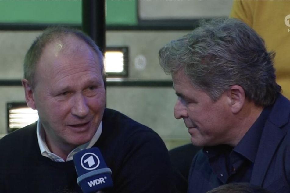 RB-Torwartscout Perry Bräutigam (l.) wurde nach der Auslosung von ARD-Kommentator Jürgen Bergener zum Los FC Augsburg befragt.
