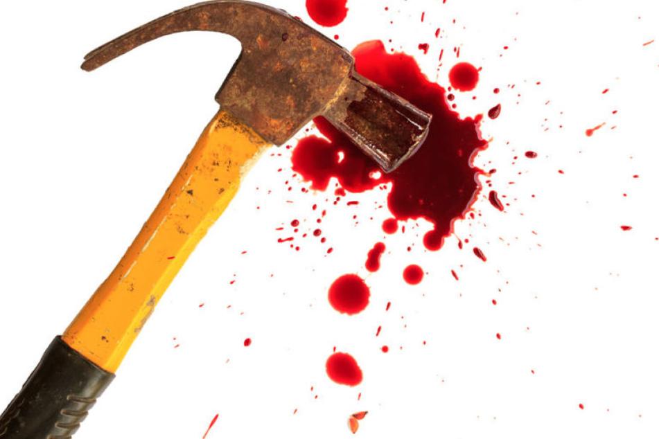 Nach einer verbalen Auseinandersetzung zweier Teenager zückte ein 15-Jähriger in Naumburg einen Hammer und schlug auf einen anderen Junge ein. (Symbolbild)