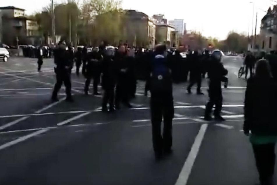Bei der Demo am 20. April 2015 kam es zu Gewalt aus beiden Lagern.