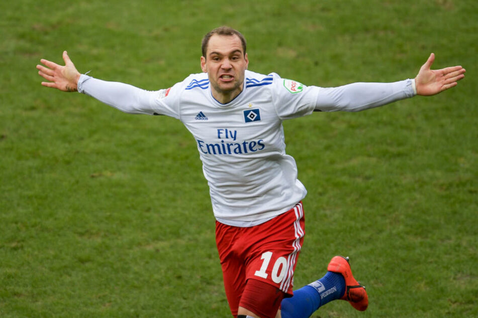 Hamburgs Pierre-Michel Lasogga feierte seinen Treffer zum 0:1 beim Stadtderby gegen den FC St. Pauli im Millerntorstadion.