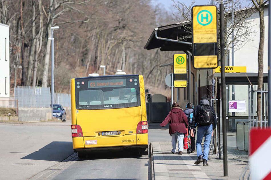 Fahrgäste müssen zwischen Airport und Bahnhof Neustadt weiter auf den Bus umsteigen.