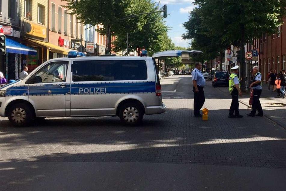 Eine Polizeiabsperrung wegen eines Blindgängers am Montag in Köln.