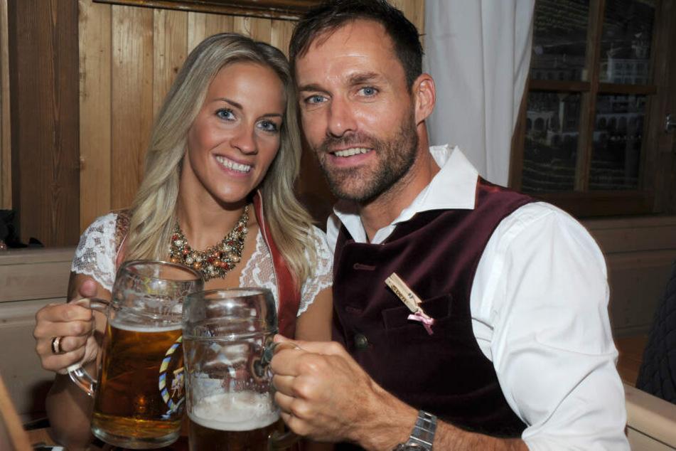 Melissa und Sven Hannawald vor ihrer Hochzeit beim Oktoberfest.