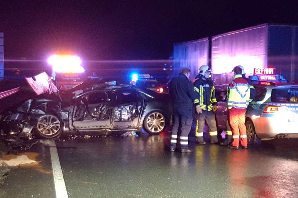 Ein 26 Jahre alter Autofahrer ist bei einem Unfall auf der A2 nahe Gladbeck (Recklinghausen) tödlich verletzt worden.