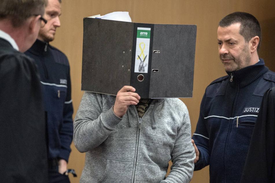 Der mutmaßliche Bombenleger konnte erst Jahre später gefasst werden. Nun sich der 51-Jährige vor Gericht verantworten.