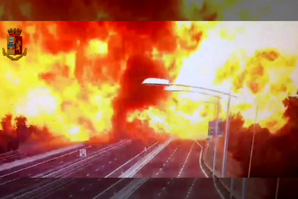 Der Screenshot aus dem von der Polizei veröffentlichten Video zeigt die zweite Explosion.
