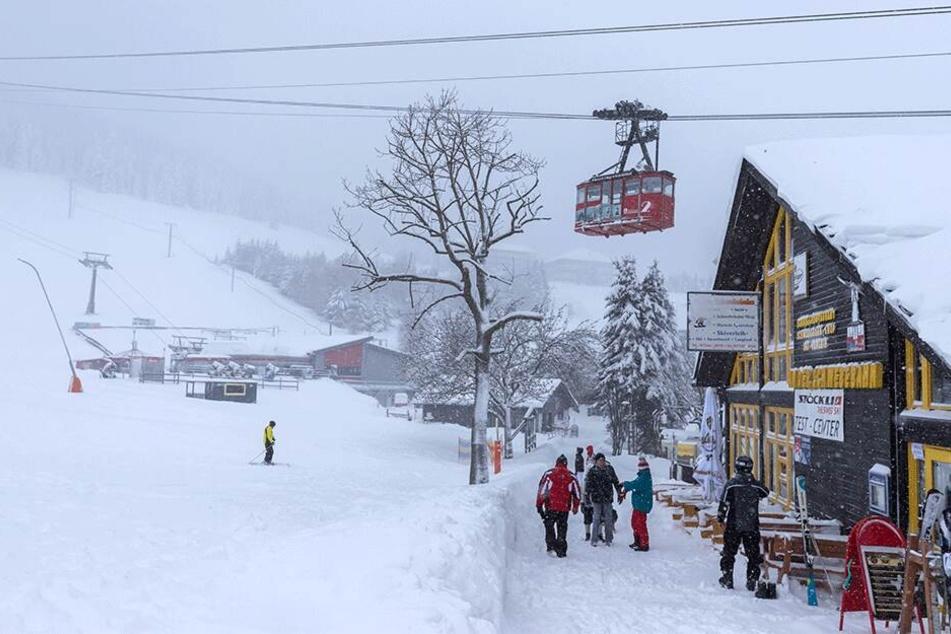 Für die Einwohner von Oberwiesenthal ist der Wintereinbruch nichts Besonderes. Hier bleibt man entspannt.