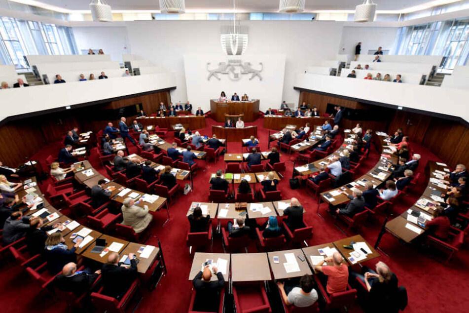 AfD verlässt Landtag und verpasst Lübcke-Schweigeminute
