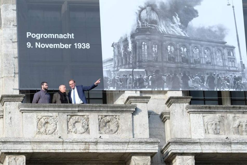 Das Banner am Leipziger Rathaus.
