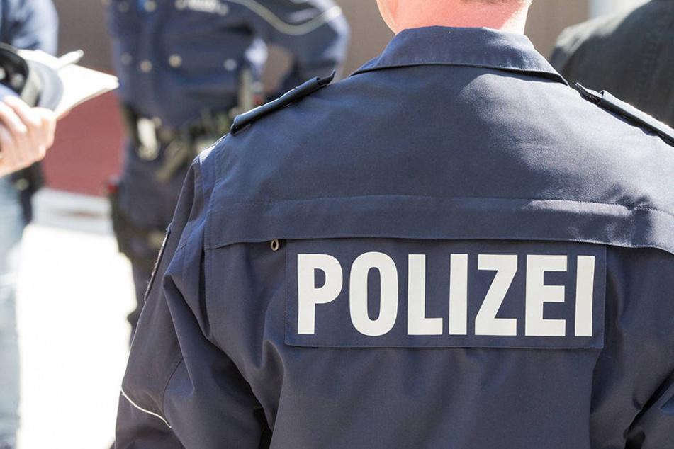 Mann zückt plötzlich Messer: Beamter bei Polizei-Einsatz verletzt