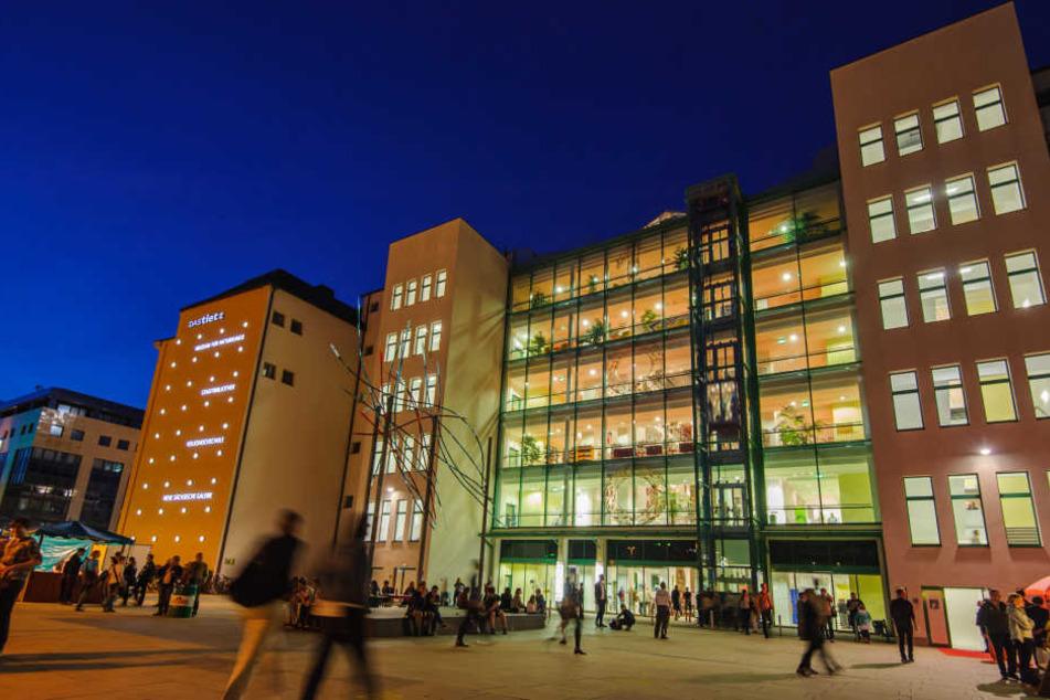 Im Kulturzentrum an der Moritzstraße sind zwei Männer brutal attackiert worden.