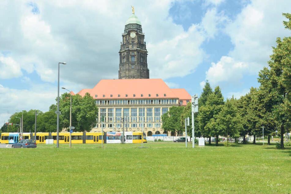 Glücklicherweise eine leere Drohung: In der Stadtverwaltung am Dr.-Külz-Ring  wurde kein Sprengstoff gefunden.