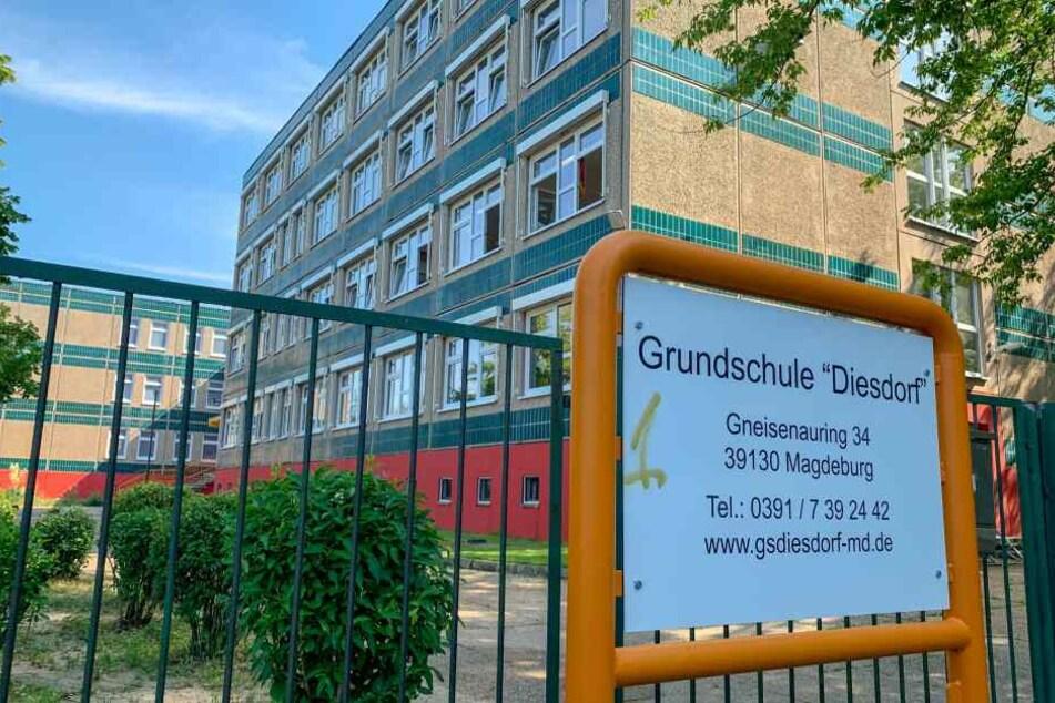 """Die Grundschule """"Diesdorf"""" in Magdeburg. Hier gehen die Verunglückten zur Schule."""