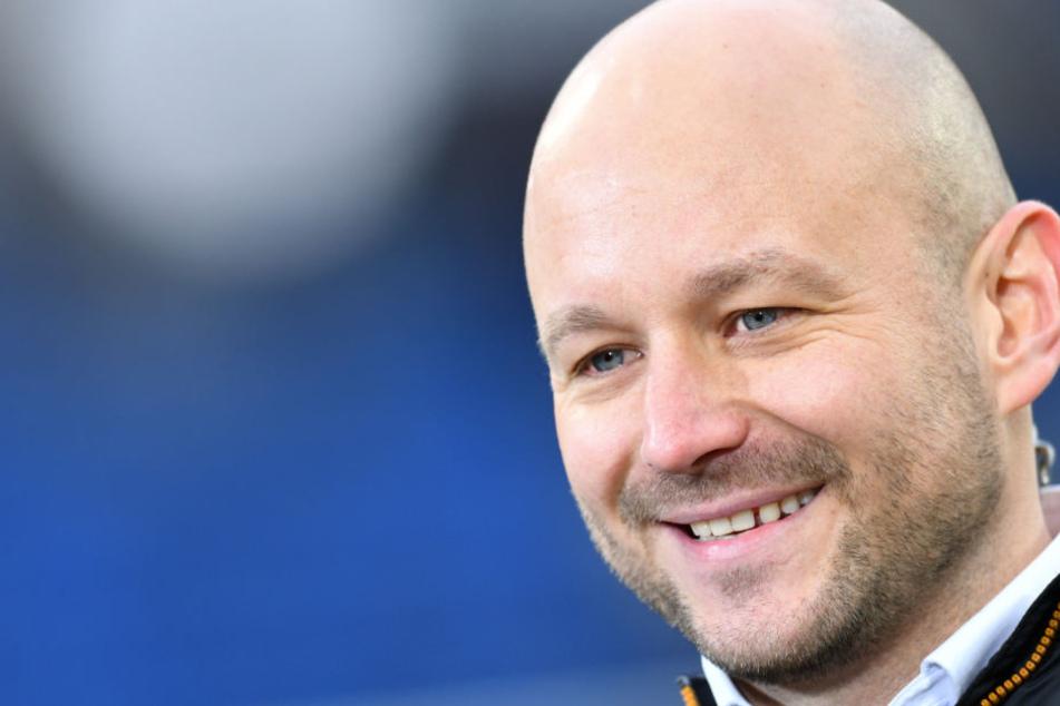 """Liga, DFB-Pokal und Champions League: Sportchef Rosen spricht da lieber von """"Dreifachherausforderung""""."""