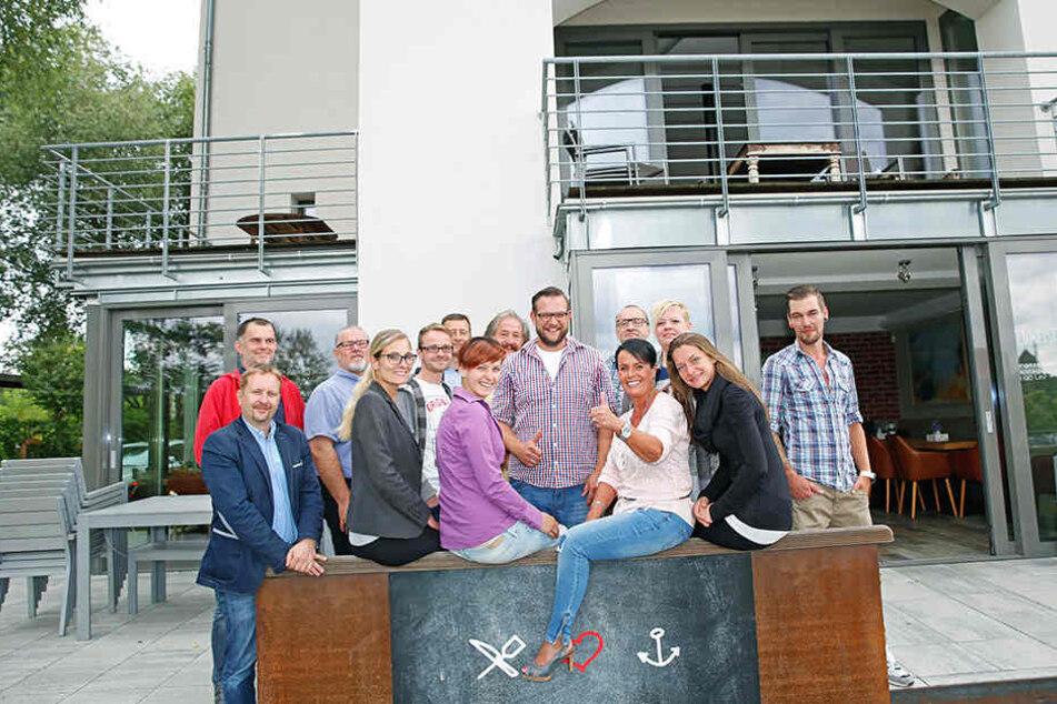 Sie alle wollen gemeinsam mit Promi-Koch Georg Bauch (31, Mitte) etwas bewegen.