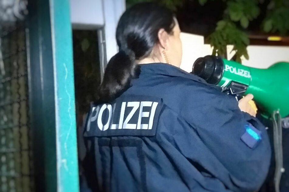 In Berlin-Reinickendorf hat es am Donnerstagabend mehrere Razzien gegeben.