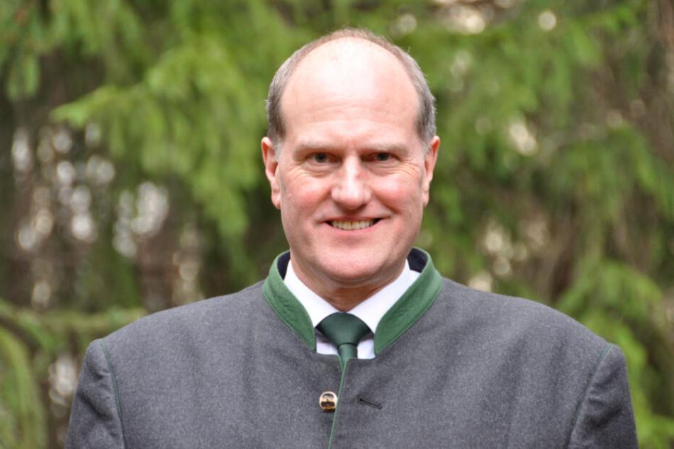 Wald zu verkaufen: Landesforstpräsident Utz Hempfling (57) lässt wieder staatliche Flächen ausschreiben.