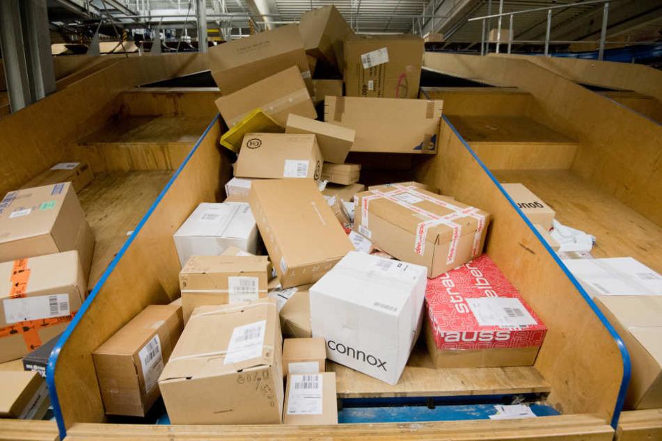 Das Paket wurde kontrolliert an die Empfängerin geliefert. (Symbolbild)