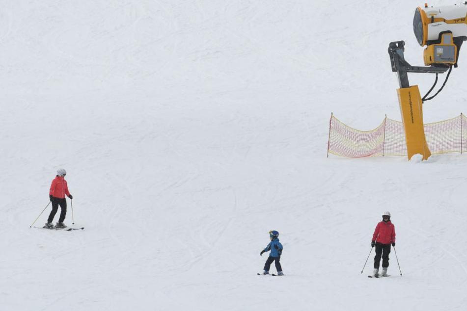 Wintersportfans (im Bild: Skifahrer auf dem Feldberg) haben Grund zur Freude.