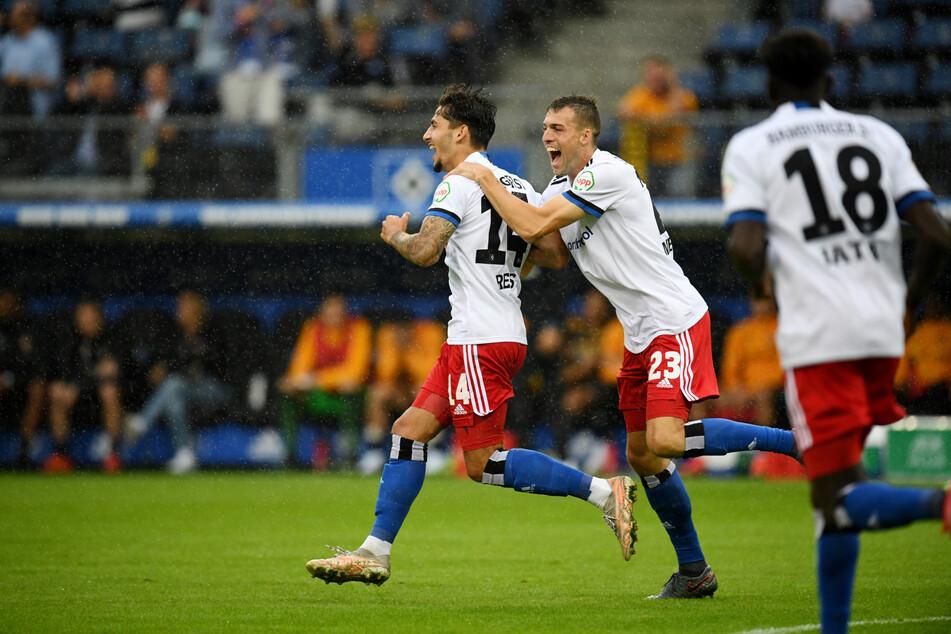 Jubel bei HSV-Stratege Ludovit Reis (l.): Der Neuzugang stand in der fünften Minute goldrichtig und vollstreckte zur frühen 1:0-Führung für die Rothosen.