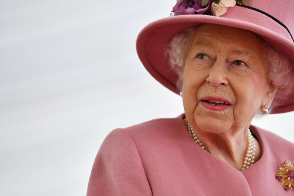 Radiosender erklärt aus Versehen rund 100 Promis für tot, auch Queen Elizabeth!