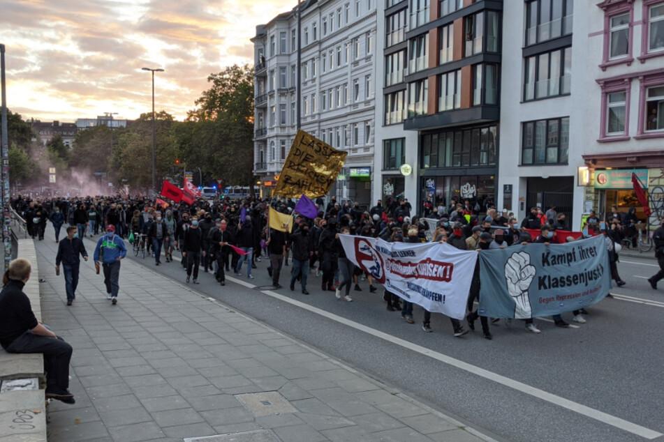 """Ermittlungen gegen """"linksextreme Gruppe"""": Demo vor der Roten Flora!"""