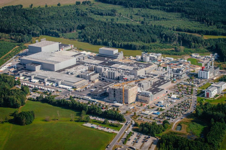 Das Firmengelände der Firma Sachsenmilch in Leppersdorf bei Radeberg von oben.