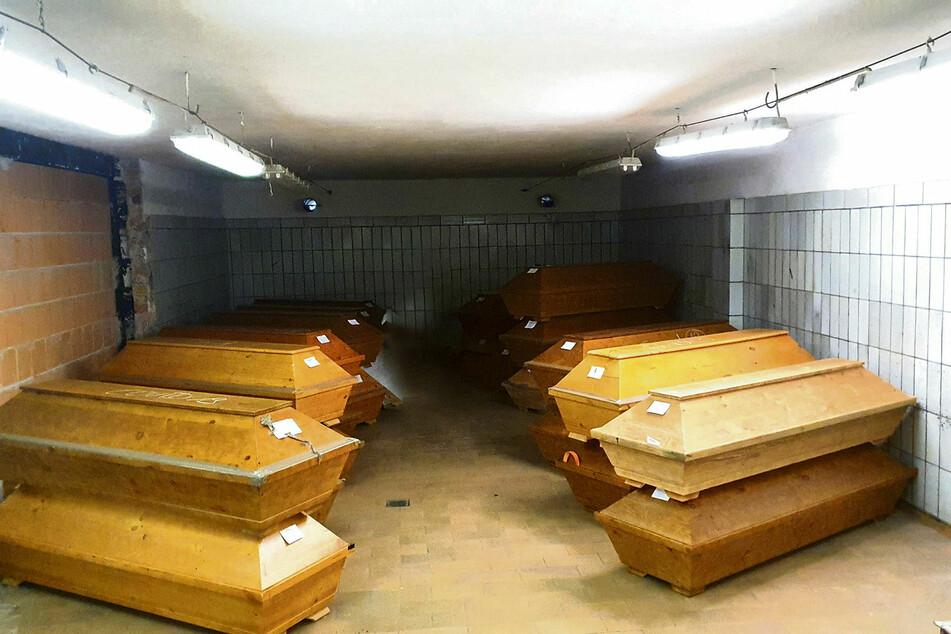 Auch alte Hallen ohne Kühlung mussten reaktiviert werden, um der Lage Herr zu werden.