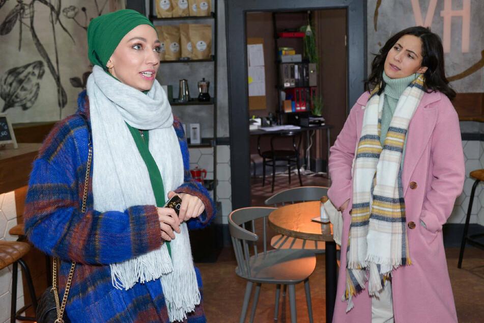 Laura (r.) erzählt Nazan die Wahrheit über die Entführung von Rosa Lehmann.