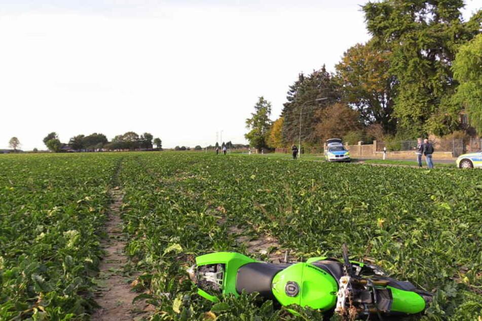 Die Kawasaki kam auf einem Rübenfeld zum liegen.