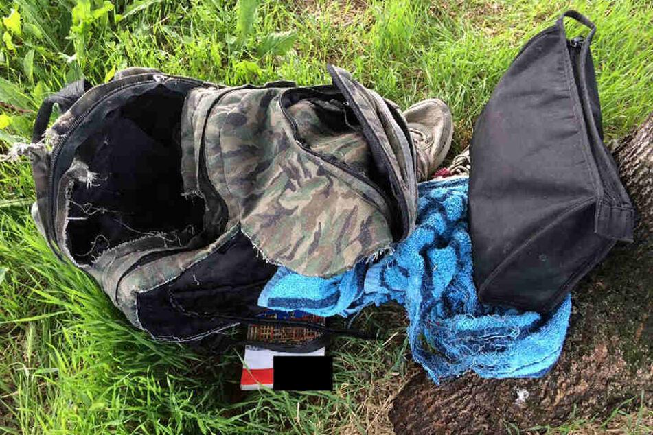 Die gesprengten Überreste des verdächtigen, doch ungefährlichen Rucksacks.
