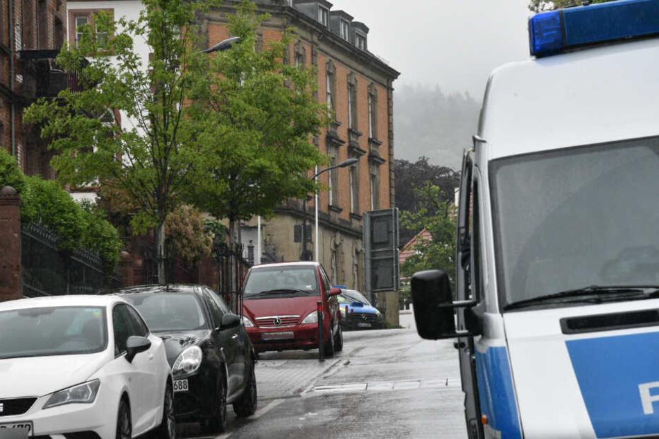 Polizei vor Ort am Amtsgericht Weinheim.