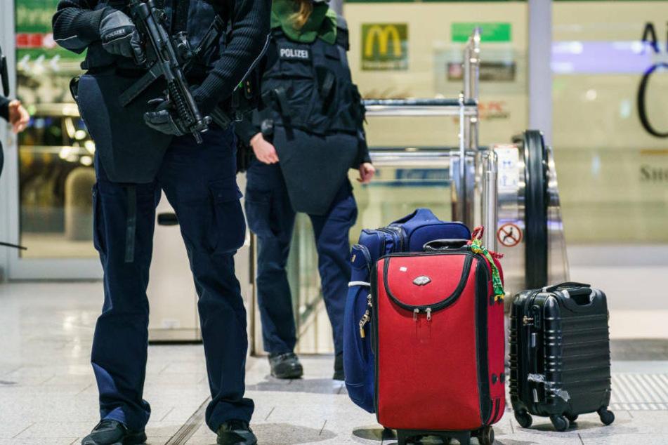 Diese Gepäckstücke lösten den Polizeieinsatz aus.